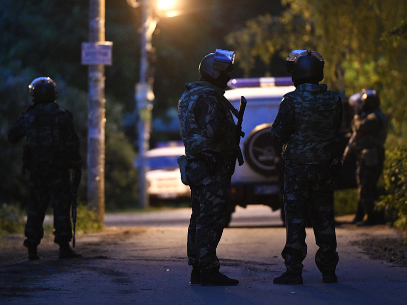 СМИ называют различные версии причин бойни в подмосковном поселке Кратово, в результате которой погибли четыре человека, а для ликвидации стрелка - 49-летнего Игоря Зенкова - потребовалась многочасовая операция с привлечением сотен силовиков и бронетехники