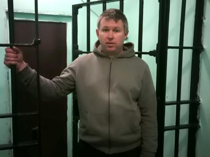 """Питерский правозащитник Динар Идрисов прекратил сухую голодовку, о начале которой заявил 15 июня, сообщает издание """"Бумага"""". Он отбывает 15-дневный арест в спецприемнике на Захарьевской улице"""