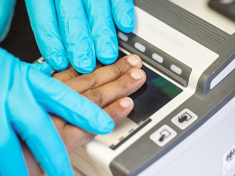 МВД будет снимать отпечатки пальцев у всех въезжающих в Россию