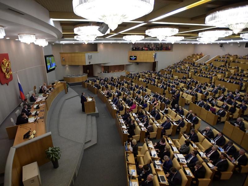 Депутаты думской фракции КПРФ во главе с ее лидером Геннадием Зюгановым внесли в нижнюю палату парламента законопроект с предложением исключить новогодние каникулы из перечня нерабочих дней, сделав выходными только 31 декабря и 1 января