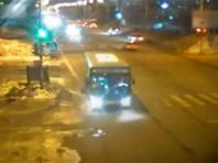 Водителя автобуса на Камчатке отправили в колонию за смерть женщины-инвалида, которую он 1,5 км тащил по дороге, зажав дверями ногу
