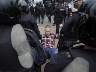 Четверть задержанных на митинге в Петербурге - несовершеннолетние. Судей срочно вызвали работать в ночь