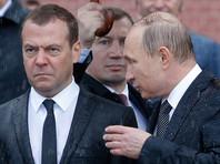Путин и Медведев возложили венки к Могиле Неизвестного Солдата. Недовольное лицо премьера сразу стало частью интернет-фольклора