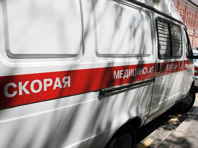 Петербурженка попала в больницу с контузией глаза после того, как открыла бутылку теплого кваса: емкость взорвалась у девушки в руках