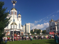 В Екатеринбурге тысячи людей собираются на крестный ход к месту убийства царской семьи