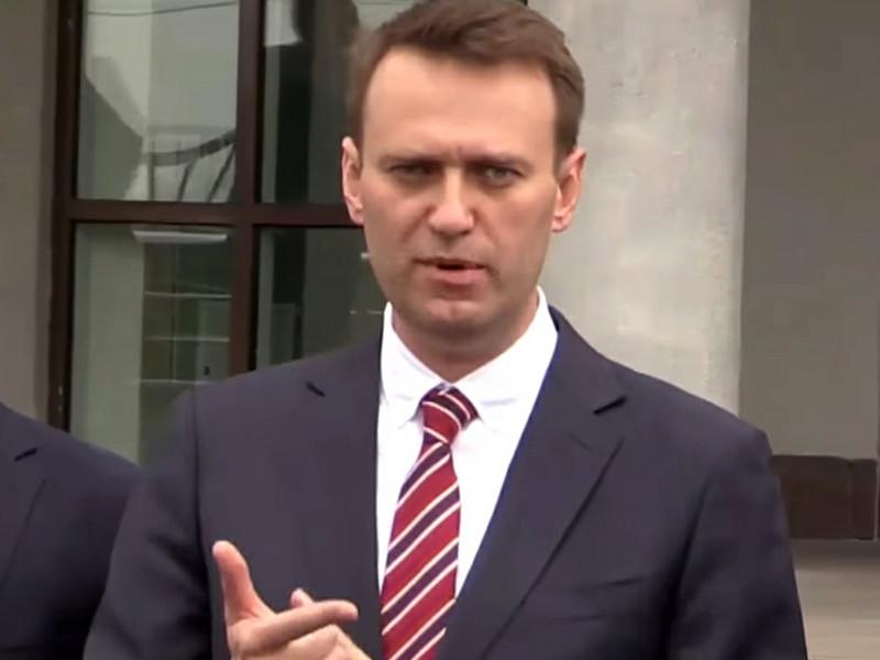Оппозиционер Алексей Навальный, едва успевший выйти на свободу после административного ареста, был вынужден включиться в активную политическую деятельность