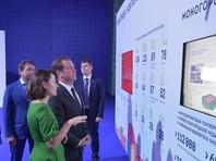 """Несмотря на низкие рейтинги из-за фильма """"Он вам не Димон"""", Медведев начал поездки в выборные регионы"""