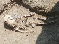 """В античном некрополе Кыз-Аул на востоке Крыма археологи нашли захоронение ребенка II века н. э. и уже окрестили находку """"могилой инопланетянина"""", сообщает сайт фонда """"Археология"""""""
