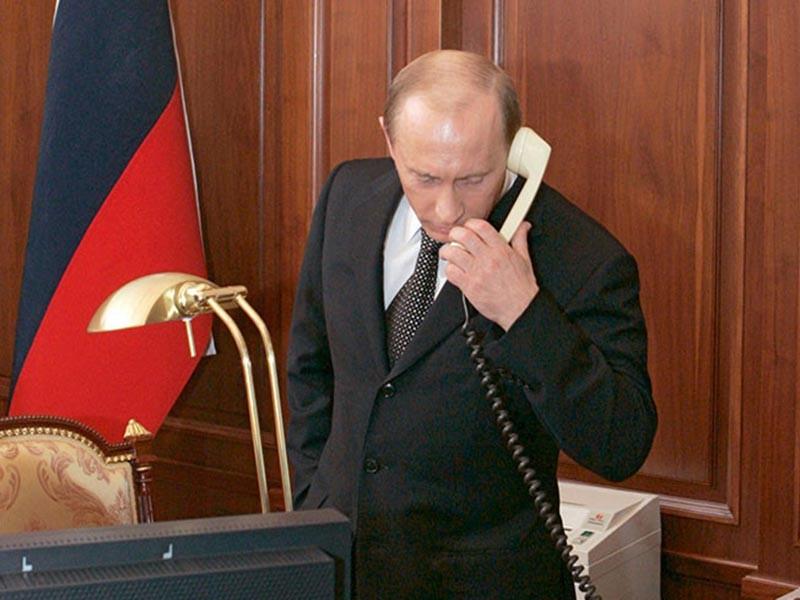 Президент России Владимир Путин в субботу провел два телефонных разговора: сначала с королем Бахрейна, а затем с эмиром Катара
