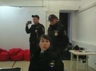 Руководитель штаба Семен Кочкин заявил, что одного из сотрудников увезли в полицию, так как он якобы находится в розыске. По его словам, полицейские также забрали половину тиража агитационных материалов