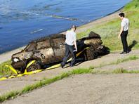 Чебоксарец, увлекающийся подводной рыбалкой, 25 июля вблизи пляжа напротив улицы Афанасьева обнаружил на дне Волги автомобиль. Специалисты осмотрели регистрационный знак и выяснили, что эта машина пропала 11 лет назад