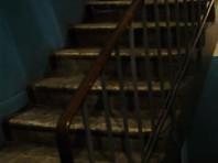 В Кургане пенсионеры неделю не могут выйти из дома из-за рухнувшей лестницы