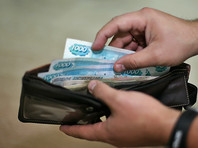 Минимальный размер оплаты труда вырос на 300 рублей и слегка приблизился к прожиточному минимуму