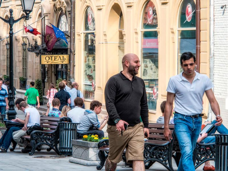Каждый десятый россиянин хотел бы переехать жить за границу, показал опрос, проведенный Всероссийским центром изучения общественного мнения