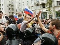 """Россияне не согласны с формулой """"дети должны быть вне политики"""", но участие молодежи в митингах одобряют не все, узнал ВЦИОМ"""