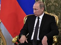 В свои предыдущие два президентских срока Путин увольнял премьеров досрочно. Кабинет Михаила Касьянова был отправлен в отставку в феврале 2004 года  за два месяца до выборов президента, а Михаила Фрадкова Путин за полгода до выборов - в сентябре 2007 года. Многие ждали, что так же он поступит в конце третьего срока