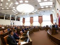 """Красноярские депутаты единогласно отменили двухкратное повышение себе зарплат, заявив о """"манипуляциях"""" и """"дурном законе"""""""