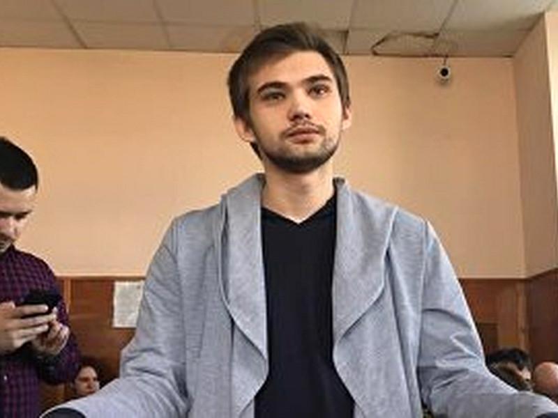 Популярные российские видеоблогеры попросили Госдуму РФ исключить блогера Руслана Соколовского, осужденного за оскорбление чувств верующих и возбуждение ненависти по религиозному признаку, из списка террористов и экстремистов