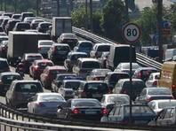По данным издания, жители дома в течение 10 минут перекрывали федеральную трассу от села Кабардинка до курорта Геленджик, спровоцировав пробку на несколько километров