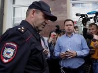 В ночь на 6 июля в столичный штаб Навального пришли сотрудники полиции и заблокировали помещение. Позднее сотрудникам штаба сообщили, что в нем проводятся следственные действия
