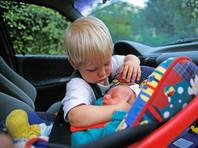 Правительство запретило оставлять детей до 7 лет в машине без взрослых