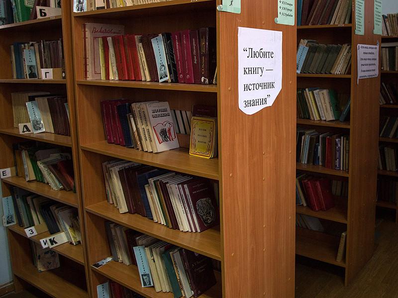 В статье агентство обращается к властям с вопросом, когда книги вернут читателям