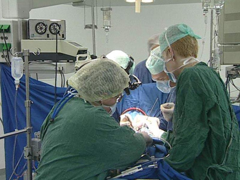 В Калмыкии хирурги удалили из брюшной полости пациентки тампон, забытый их коллегами восемь лет назад