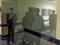 Избитого волонтера штаба Навального забрали из НИИ Склифосовского в полицию