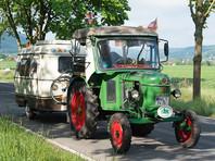 81-летний немец доехал до Петербурга на старинном тракторе в миротворческом порыве (ВИДЕО)