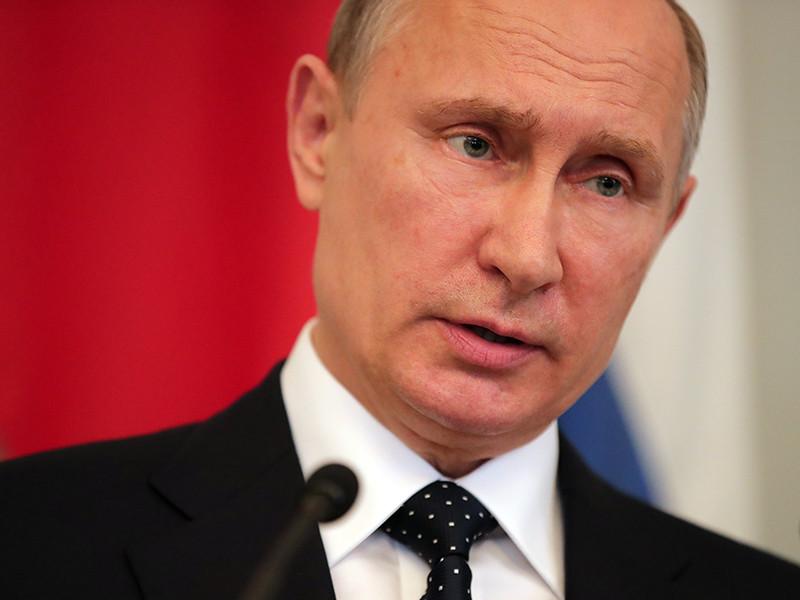 Президент Владимир Путин объявил, что Россию покинут 755 американских дипломатов - в рамках ответных санкций, принятых еще до вступления в силу новых американских
