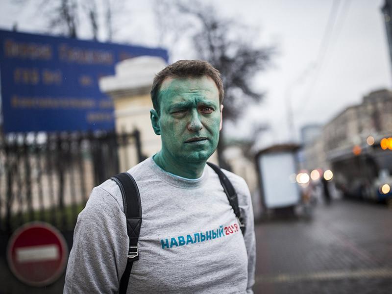 Столичная прокуратура сообщила о прекращении расследования уголовного дела о нападении на основателя Фонда борьбы с коррупцией Алексея Навального, в результате которого оппозиционер получил химический ожог глаза