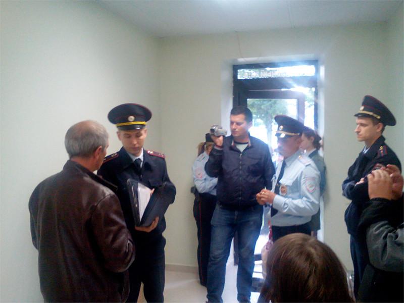 В Орле в предвыборный штаб оппозиционера Алексея Навального который уже ведет агитацию в рамках избирательной кампании, с обыском пришли сотрудники правоохранительных органов