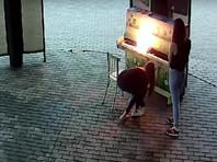 В Новокузнецке две девицы спалили пианино в Арт-сквере, их поймали после обещания крупной награды (ВИДЕО)