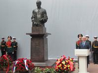 Путин не приехал почтить память своего бывшего шефа Собчака, ограничившись букетом