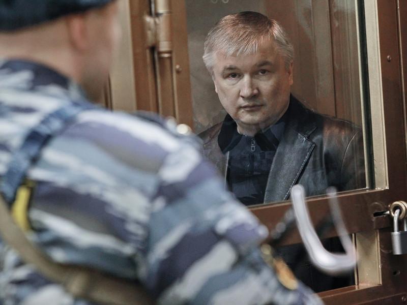 Бывший сенатор от Башкирии Игорь Изместьев, отбывающий пожизненный срок за организацию заказных убийств, написал прошение о помиловании и намерен в ближайшее время его подать
