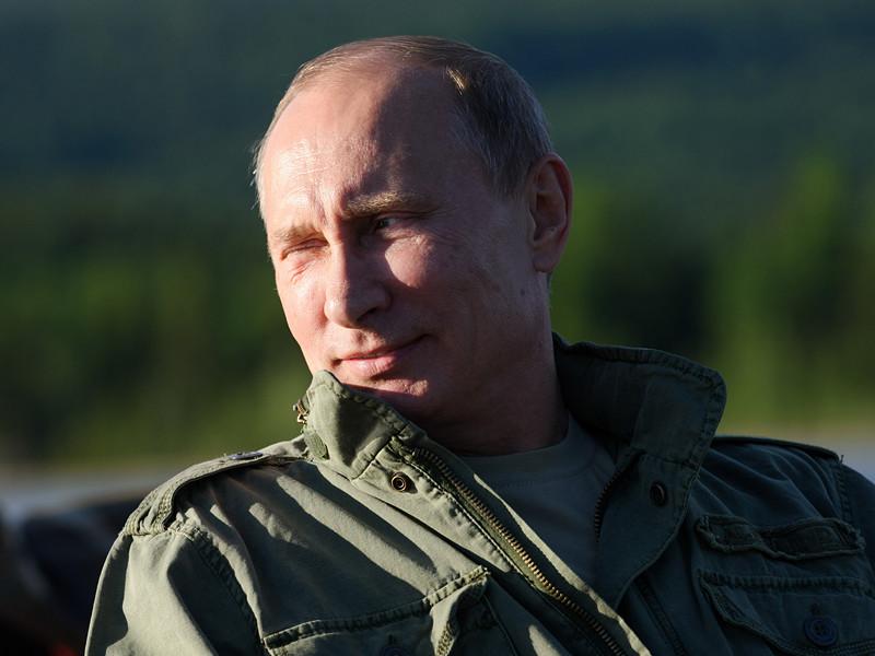 Владимир Путин во время рыбалки в Республике Тыва, 20 июля 2013 года