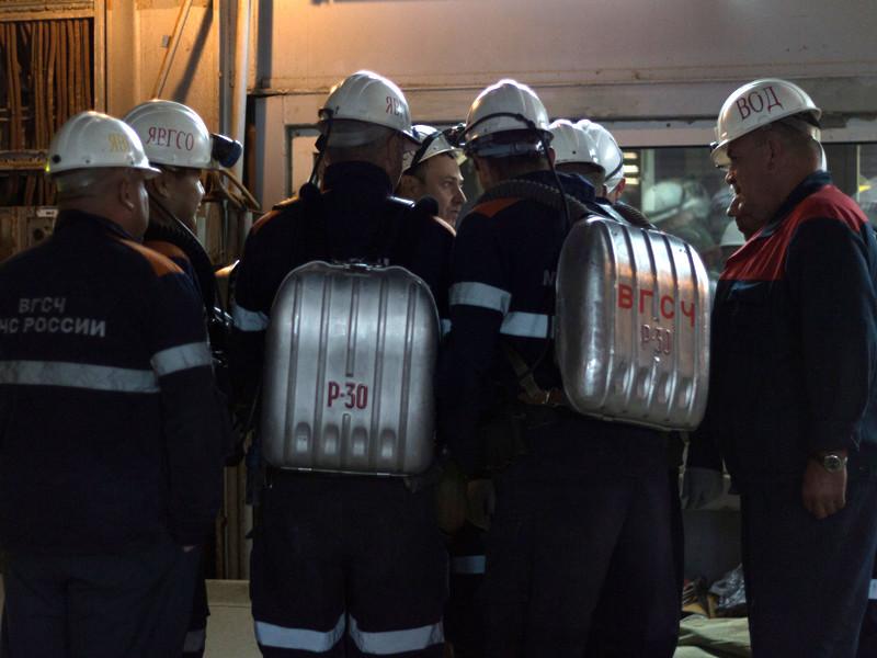 """Спасатели во вторник прекратили работы в горных выработках горизонта -310 метров на руднике """"Мир"""" в Якутии, где ведется поиск восьми горняков, оказавшихся заблокированными в шахте"""