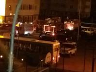 Спасатели эвакуировали в общей сложности более 350 жильцов, никто не пострадал, сообщает региональное МЧС. Задержан мужчина, который признался в поджоге, сообщает МВД РФ