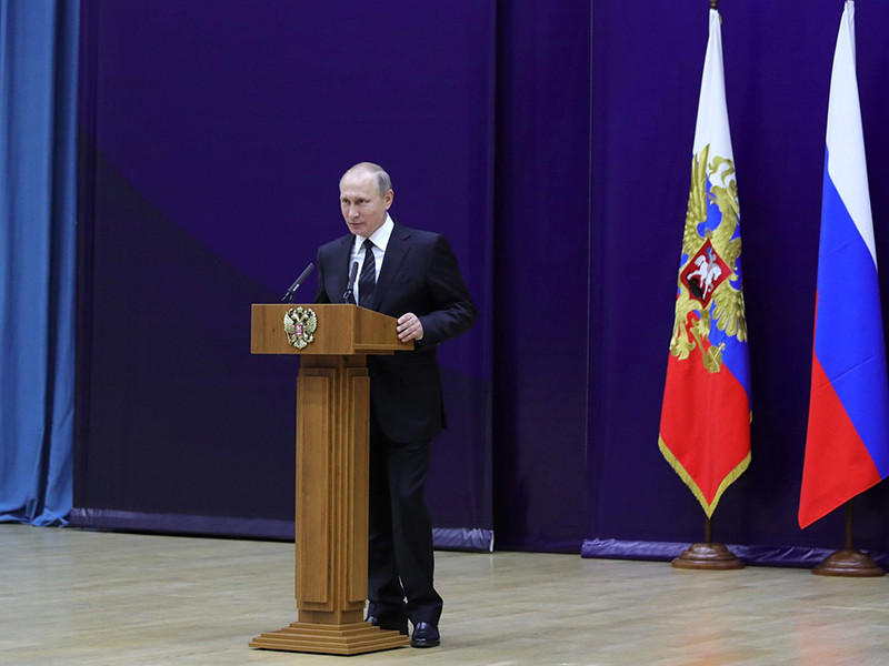 Деятельность Владимира Путина на посту президента РФ в настоящее время одобряют 83% россиян, 15% граждан придерживаются противоположной точки зрения