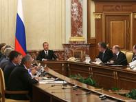 Правительство РФ дополнительно выделит четыре миллиарда рублей на закупку антивирусных лекарственных препаратов для ВИЧ-инфицированных. Об этом заявил заявил премьер-министр Дмитрий Медведев во время заседания кабинета министров 17 августа