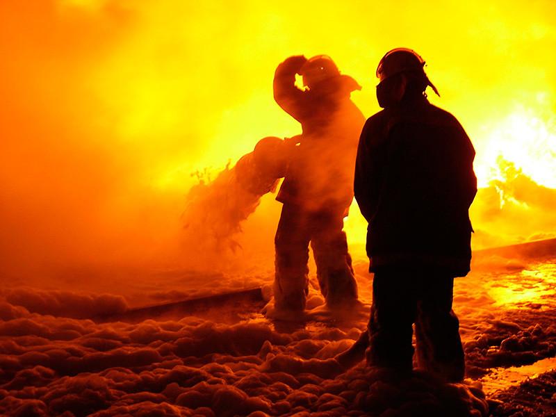 В Новосибирске взрывы, сильный пожар на ТЭЦ-2