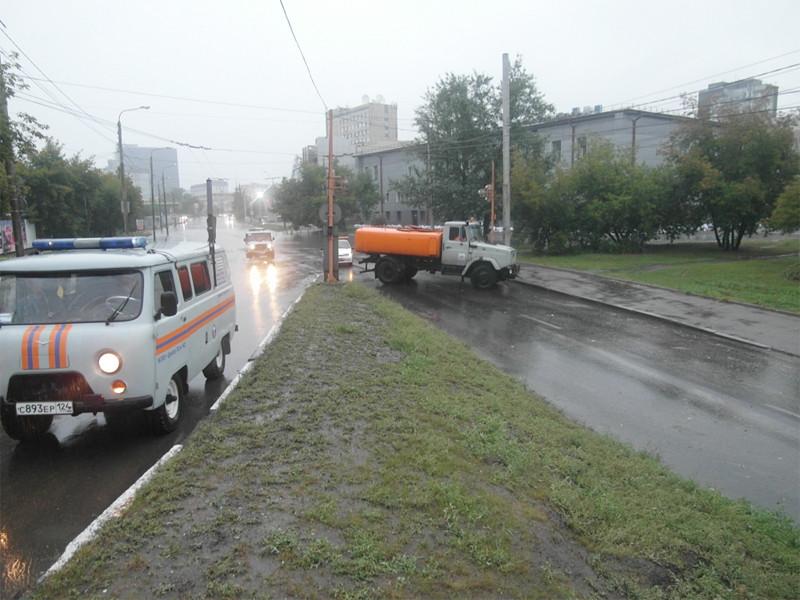 Власти Красноярска объявили в городе режим чрезвычайной ситуации: многие улицы затопило из-за затяжного дождя