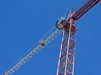 В Новосибирске строители ради погашения долгов по зарплате забрались на башенный кран