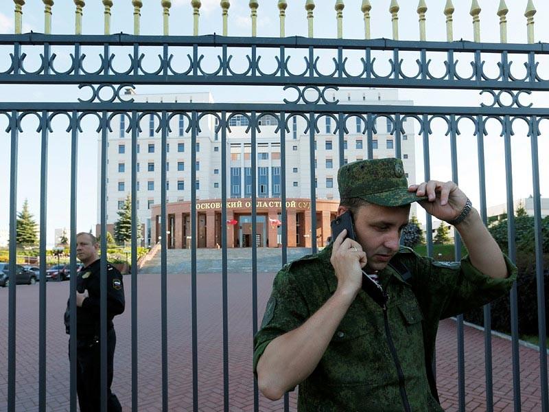 Двух сотрудников МВД уволили после перестрелки в Мособлсуде