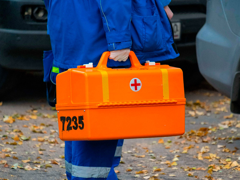 В Челябинске подростки из местной футбольной команды упились до потери сознания. Их обнаружили на детской площадке в одном из дворов местные жители, которые вызвали скорую помощь