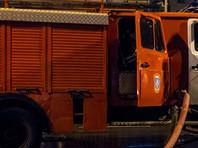 Для тушения прибыли около десятка пожарных машин, на месте ЧП также около семи полицейских автомобилей