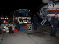 К киту, застрявшему в устье реки в Хабаровском крае, направили вертолет МЧС