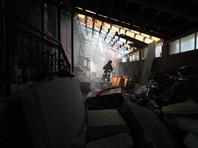 По версии, которую следствие считает приоритетной, возгорание произошло в строении, примыкавшем к ограждению частного пансионата. После этого огонь перекинулся на террасу пансионата и верхний этаж здания