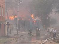 По данным МЧС, пожар в частном секторе в Ростове-на-Дону начался в 12:52 мск в понедельник