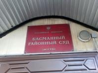 """Выдворяемый в Узбекистан журналист """"Новой газеты"""" попытался в суде ручкой вскрыть себе вены"""